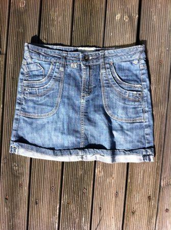 134/140-es Cans Jeans