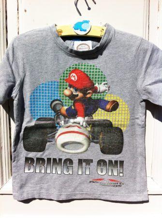 122-es Nintendo felső